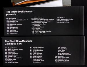Stationen der Ausstellung (oben), Inhalt der Box (unten)