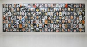 Installation von Uklanskis Arbeit zur documenta 14 in der Neuen Galerie, Kassel, 2017