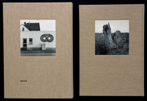 Rückseiten der Einbände der beiden Deutschland-Bücher (links 2012, rechts 2017)