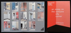 In Aarhus hatte der Fotograf gemeinsam mit Jesper Rasmussen einen humorvollen Stadtrundgang zu bemerkenswerten Ecken konzipiert, für den sogar ein Extra-Lageplan gedruckt wurde.