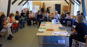 Nina Worren präsentiert Fotobücher aus Norwegen